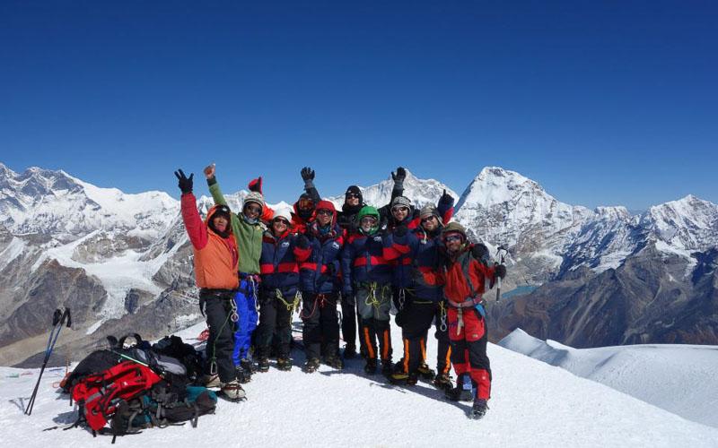 Топ 10 на най-добрите трекинг върхове в Непал