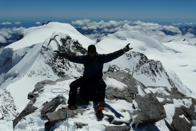 Изкачване на връх Дюфуршпитце по Швейцарския гребен