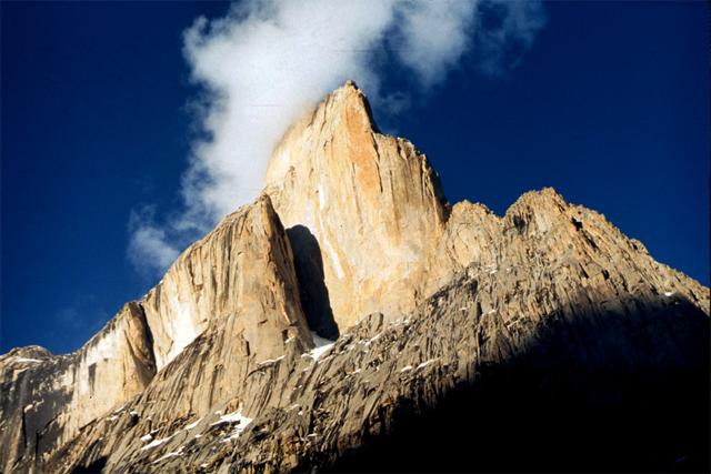 Трекинг до базовите лагери на К2, кулите Trango и Shipton Spire с изкачване на превала Gondogoro La