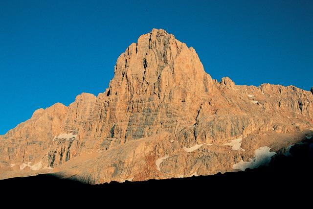 Изкачване на върховете Ерджиес и Демирказък с разглеждане на Кападокия и Немрут