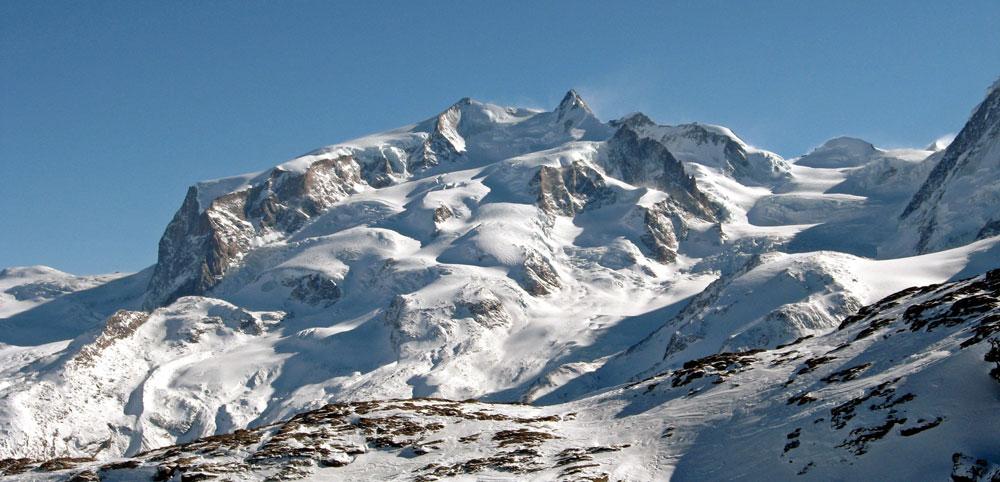 Панорамна гледка към масива на Монте Роза